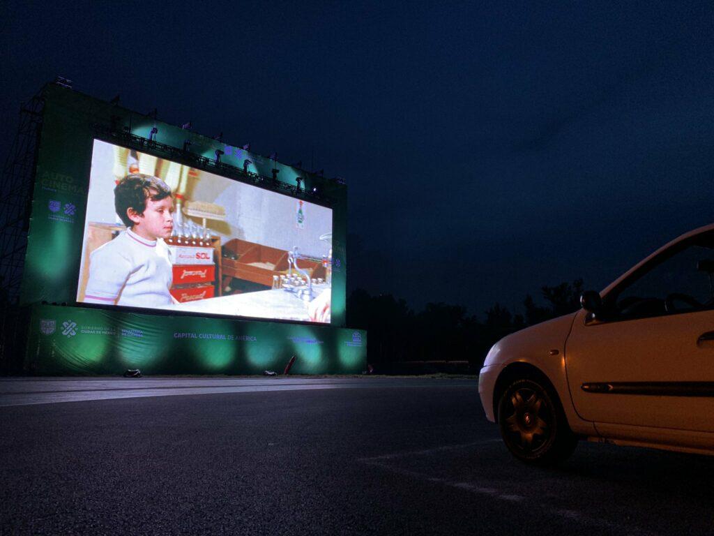 Hermanos Rodríguez vira palco de cine drive-in (Foto: Divulgação)