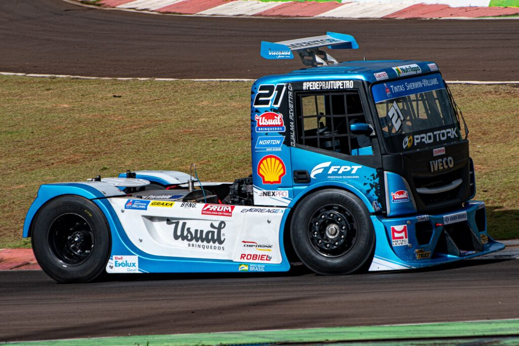 Djalma Pivetta e o caminhão Iveco patrocinado agora pela Shell